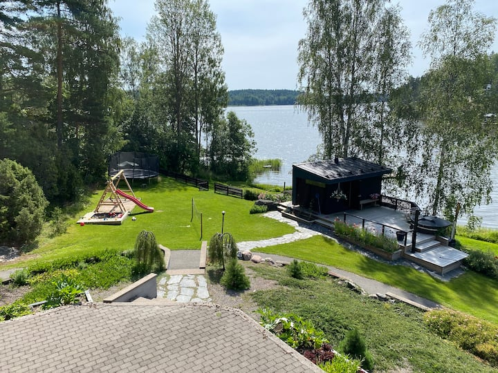 Villa Gården (300 m2) järven rannalla