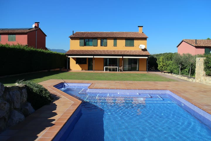 Golfcourse villa with Jacuzzi Pool - Sant Julià de Ramis - House