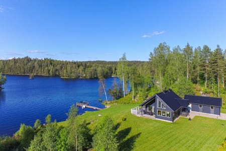 House by the lake with own beach - Vintrosa