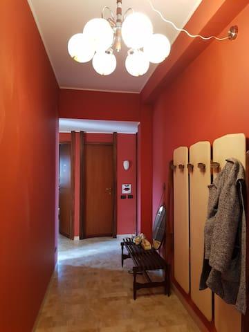 2 camere  matrimoniali   vicino  Prada e Bocconi