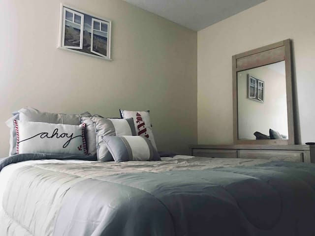 Modern Budget Stay near Downtown!