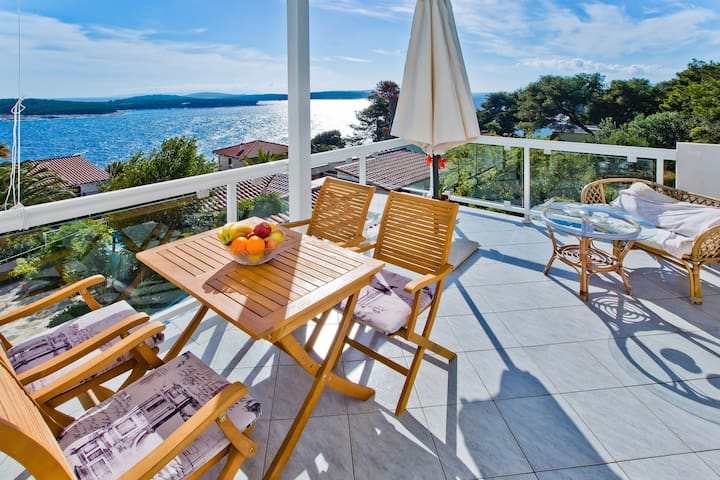 Apartments Cloud - One bedroom apartment with Terrace and Sea View