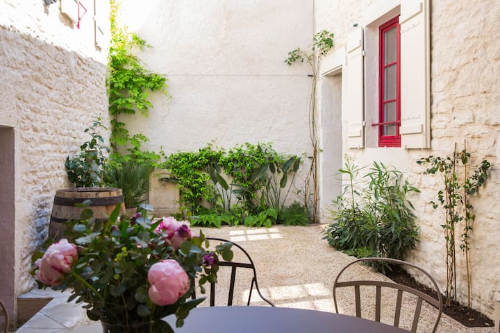 Les Sarments*****, Santenay, Côte d'Or - Sleeps 8