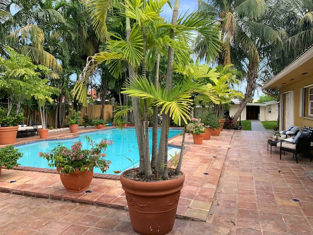 Heart of Miami near Doral with a private pool