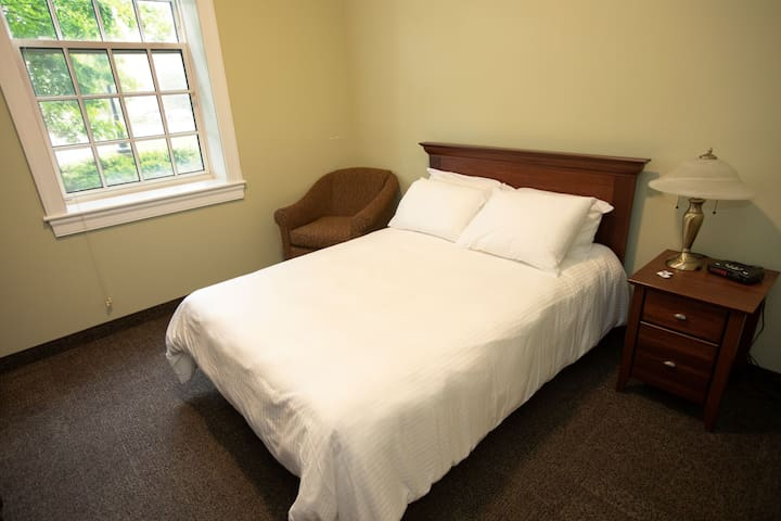 StFX Summer Hotel-Beautiful Queen Room A