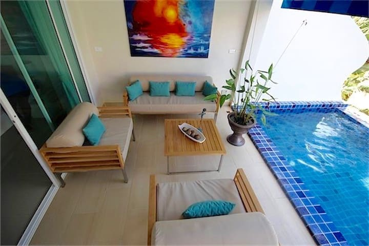Large & relaxing pool terrace