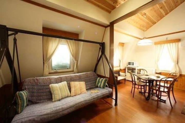 1 min to ski resort / log house style inn in a forest / with kitchen and loft (5 pax)