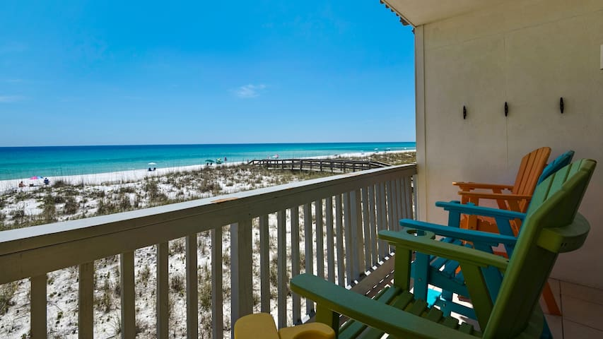 Gulf Front 2 bedroom Villas on the Gulf condo. Free WiFi. Washer/Dryer. Pool