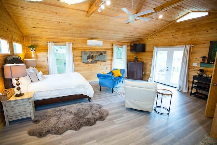 Brookes' Creek Cottages, Studio Cabin