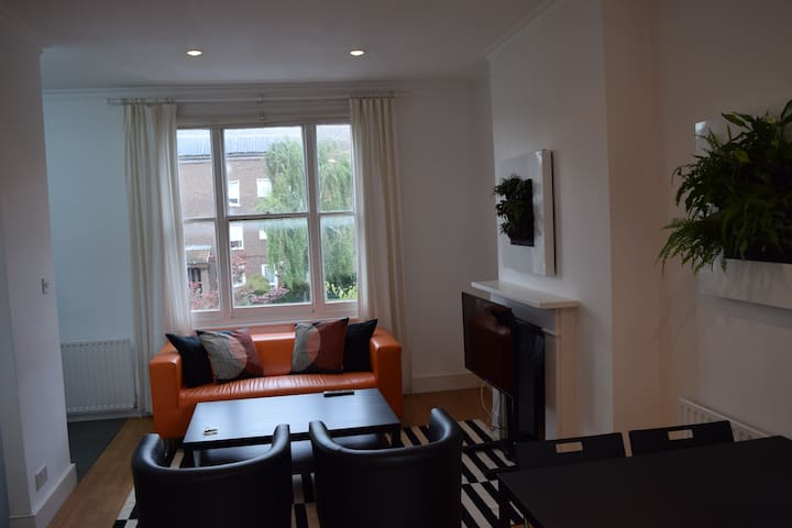 Self contained flat in central Ealing