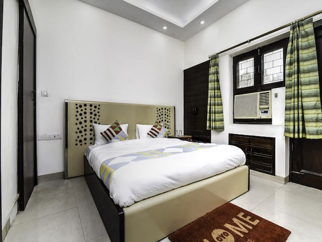 OYO - 1BR Dwelling in Greater Kailash + Lotus Temple(5.1 km)