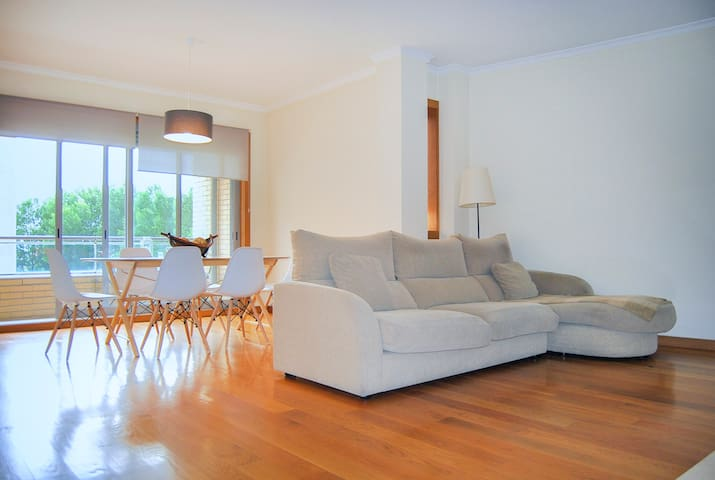Spacious 3 bedroom apartment - FREE parking - Porto - Appartement