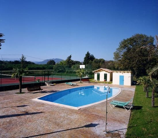 Encantadora MASIA con piscina y jardín