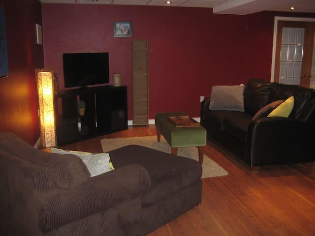Bright & Modern Basement Apartment - Kitchener - Apartment