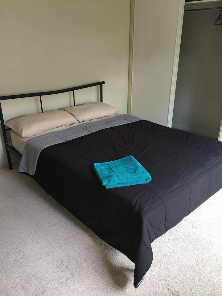 Spacious double room , with clean linen, towels , toiletries and a built in warbrode in the room to use