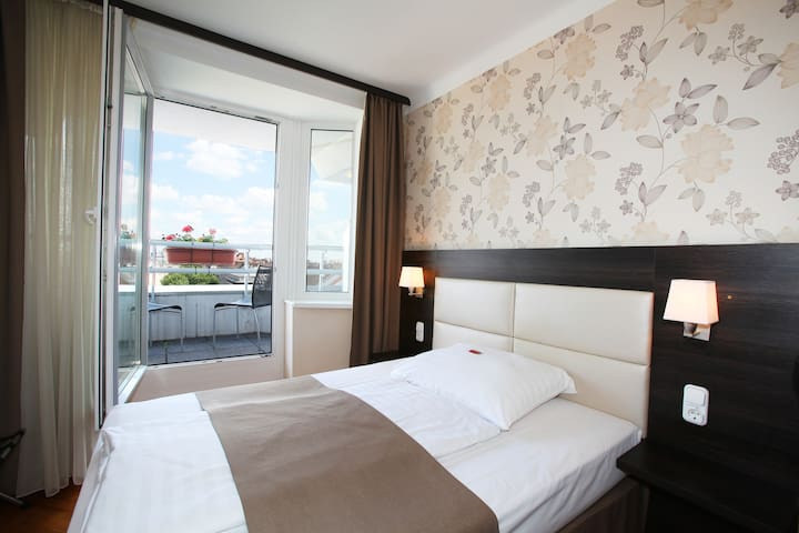 Hotel Medos Budapest, Superior Double with Balcony