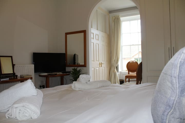 The Butler's Room, 4 Killeen Terrace, Malahide.