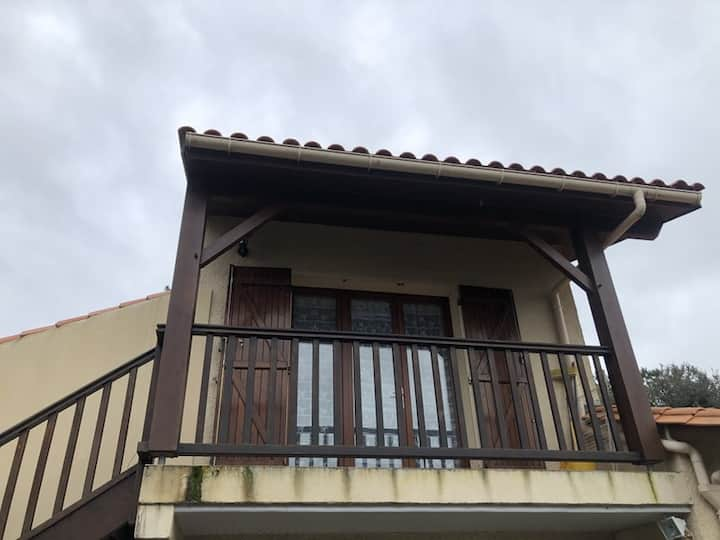 Apartment 500m from all amenities in Veron/mer