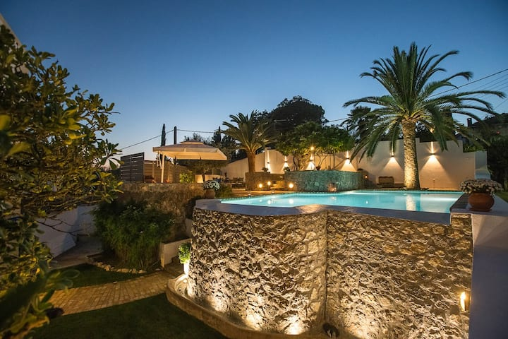 Lovely mansion with pool, close to Corfu town.
