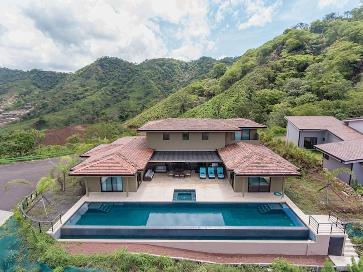 Uphill Oceanview Home with Private Pool & Jacuzzi, 5 BR, BBQ, Gated Community
