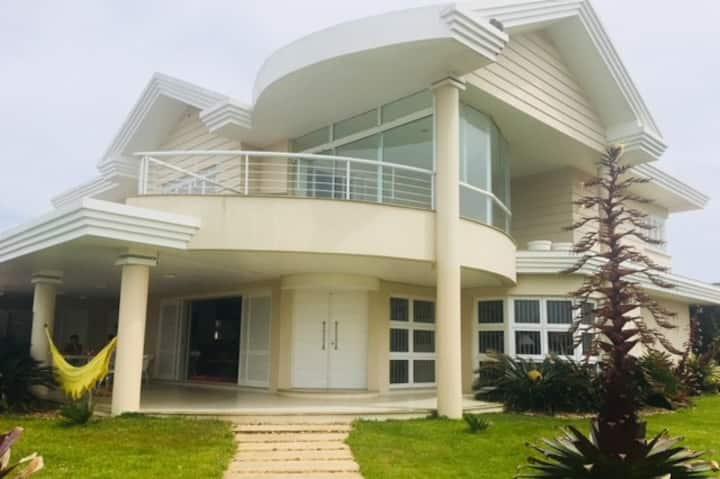 Casa ampla próxima ao mar em Tramandaí/RS