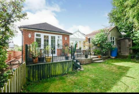 4/5 bedroom bungalow fully serviced for long stay