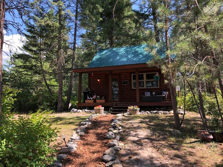StoneHill Cabin- Located 3 miles South of Bigfork