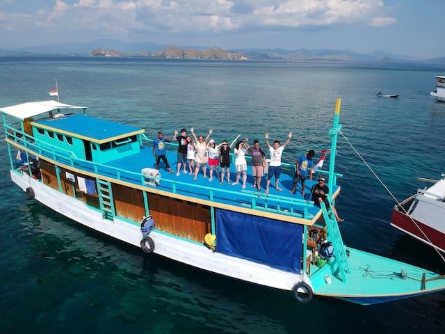 Sailing Komodo Liveaboard - Island Trip Indonesia