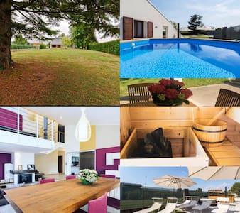 Nifty Villa con piscina relax, idromassaggio,Sauna
