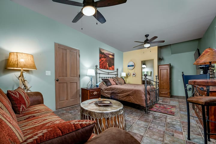New listing!! Beautiful Sedona property with free WiFi and private hot tub!