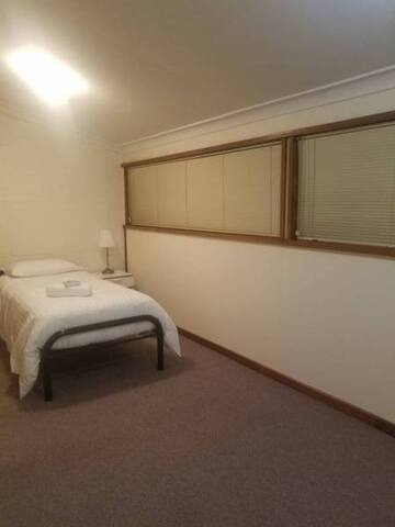 Nice and clean room close to market and UWA