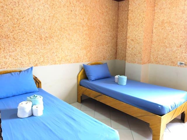 Highness B&B Twin Bed - Downtown Tacloban Rm208