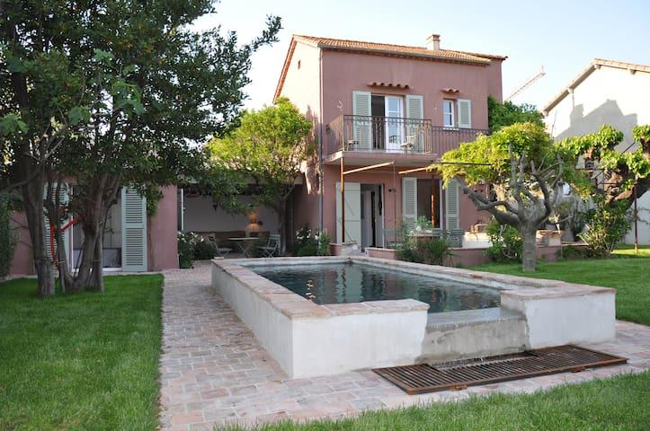 La Roquette - Saint-Tropez - Talo