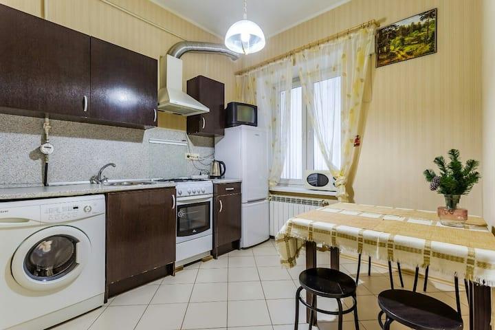 Двух комнатная квартира на Невском проспекте .