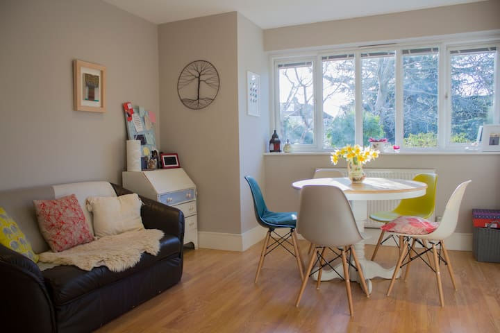 Bright, cosy, modern Oxford house