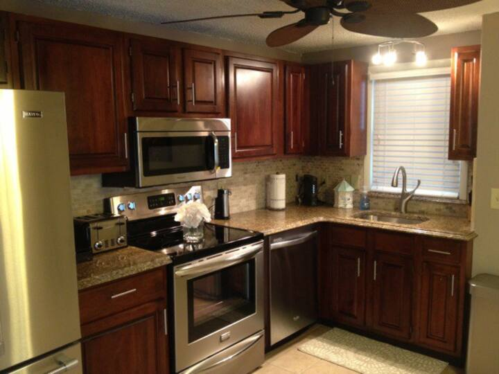 2 bed, 1.5 bath fully updated condo.  1.5 to beach