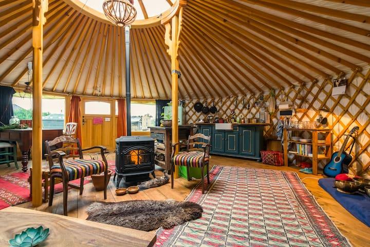 Goed vertoeven in een gloed nieuwe yurt