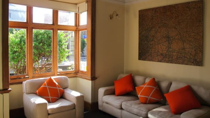 Convenient, cosy, Hobart gem