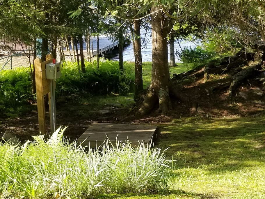 Short path from deck steps to the lake.