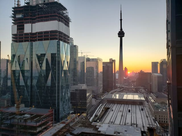 Luxury Condo with C.N Tower Views! Sleeps 6!
