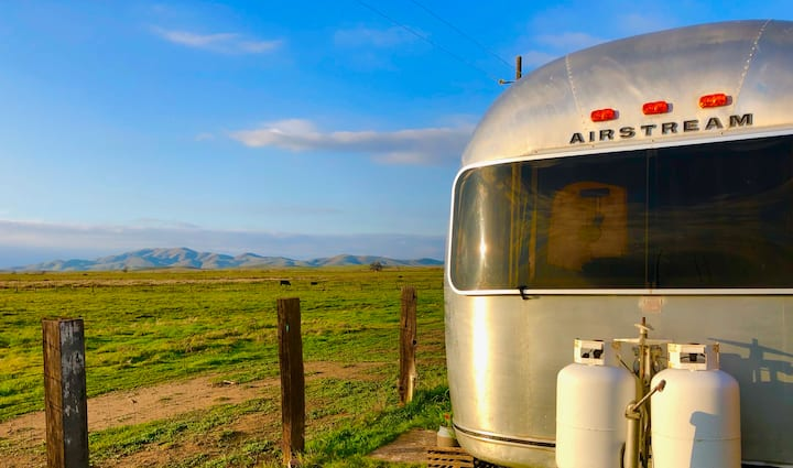 Vintage Airstream on 40 acre Cattle/Horse Ranch