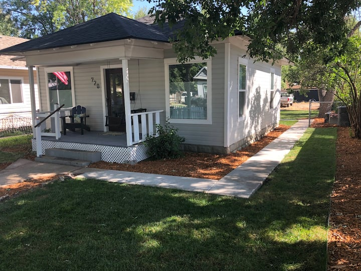Chic Cottage in Historic Downtown Loveland