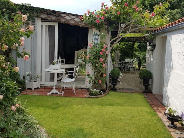Maison de charme et jardin privé à l'anglaise