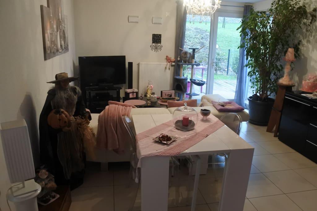 Une partie du salon