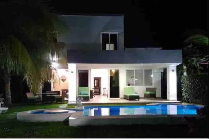 Gray beach house. La Libertad.