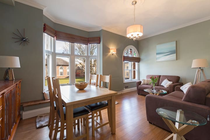 Period town centre Apartment/Free Zone 12 Parking
