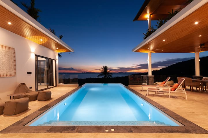 Amazing Sunset/ Infinity Pool/Mountain /SeaView