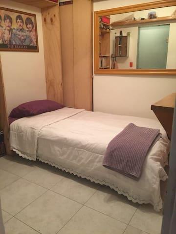 Nice room private bathroom in Condesa!