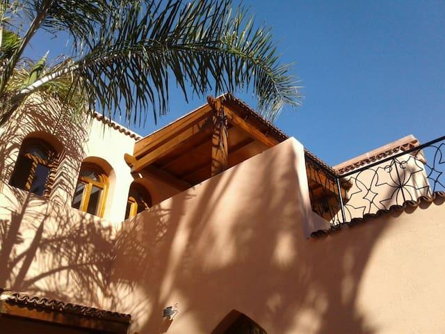 Charmant riad familial dans la Palmeraie/Marrakech - Marrakesh - Huis