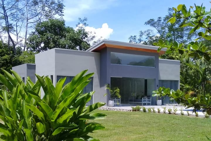 Lilan Nature, Modern House (1) with swimming pool.
